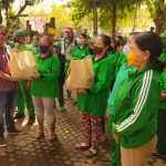 PENA NTT Bali Together with PT. Indojet, Distributing Groceries to Denpasar City Sanitation Officers and Flobamora Residents
